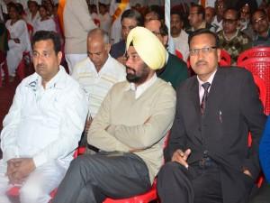 BK Roshan Lal ji (Retd Distt Attorney) with Chief Guest Sardar Surinder Pal SP (H) Barnala