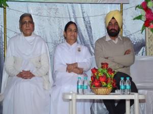 BK Brij Didi with Chief Guest & Main Speaker