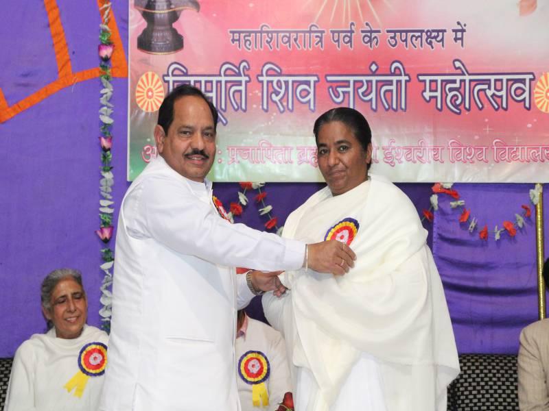 Honour to BK Rajinder Behan ji by BK Sampuran bhai